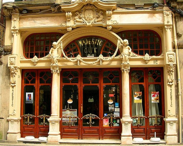 مقهى ماجيستك في مدينة بورتو البرتغال