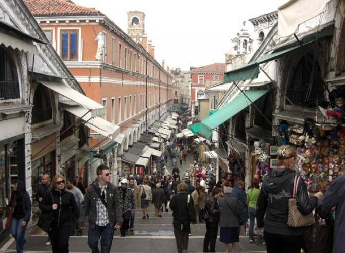 سوق ريالتو في فينيسيا