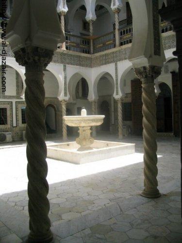 نافورة في وسط بيت في القصبة - الجزائر