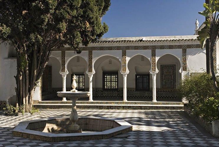 ساحة متحف باردو الجزائر العاصمة