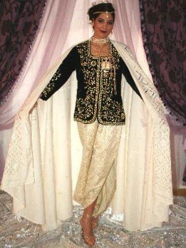 الكاراكو الجزائري الزي الرسمي للنساء في الجزائر
