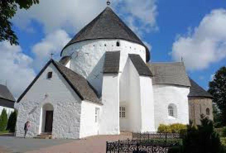 الكنيسة المستديرة بجزيرة بورنهولم