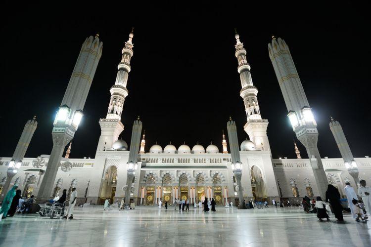 المسجد النبوي في الليل