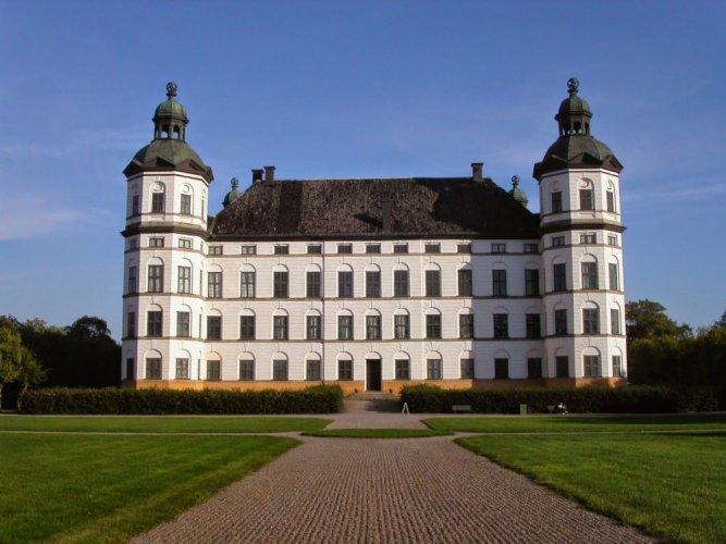 احد اشهر القلاع التي تقع في السويد