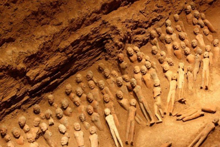التماثيل الفخارية في مقبرة هاينانغ