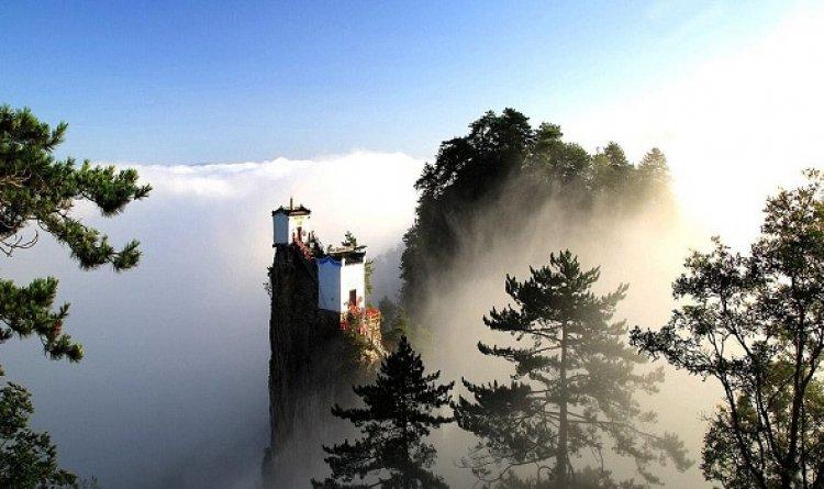 معبد الطاوية في الصين المعبد المهيب ذو القمة الذهبية