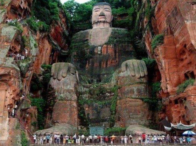 ليشان بودا العملاق في مدينة سيتشوان الصينية