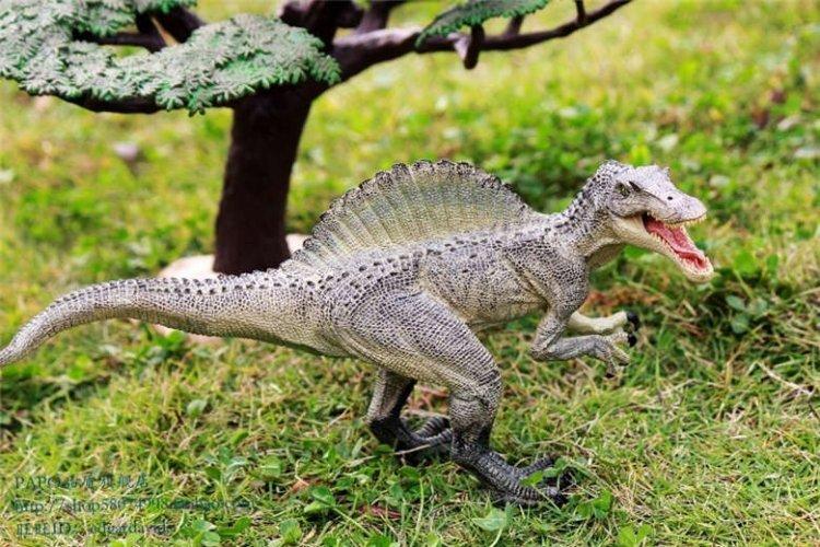 نماذج مصغرة للحيوانات في حديقة نينغبو