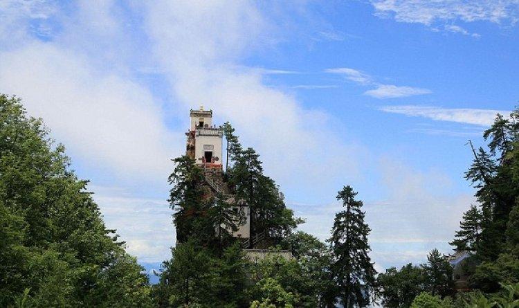 معبد الطاوية فوق قمة جبل