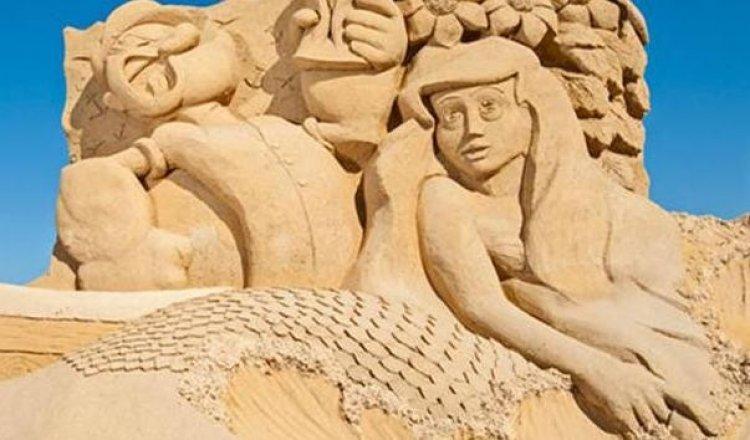 شخصيات أسطورية من العصر الحديث والقديم في متحف الرمال