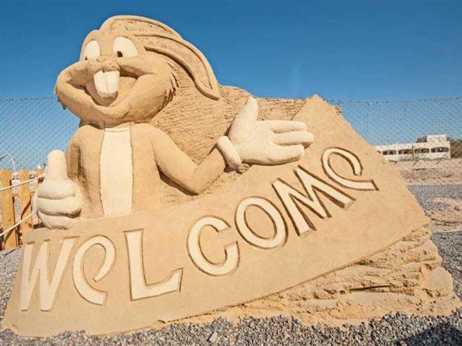 التماثيل الكرتونية معشوقة الأطفال في متحف الرمال