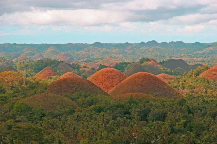 تلال الشيكولاتة في الفلبين