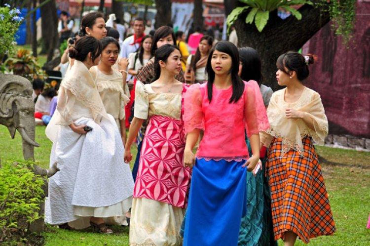 باروت سايا الزي الرسمي للسيدات في الفلبين
