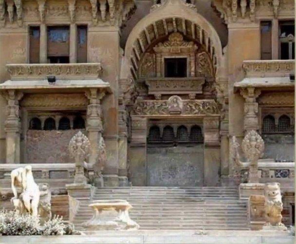 من داخل قصر البارون