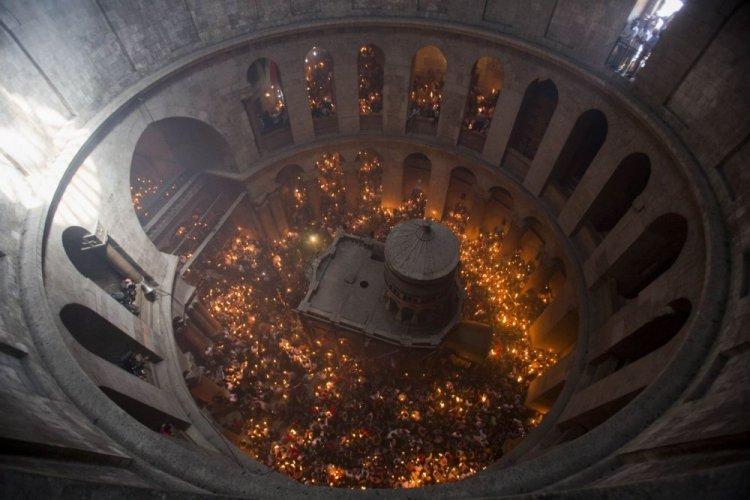 النور المقدس فى كنيسة القيامة
