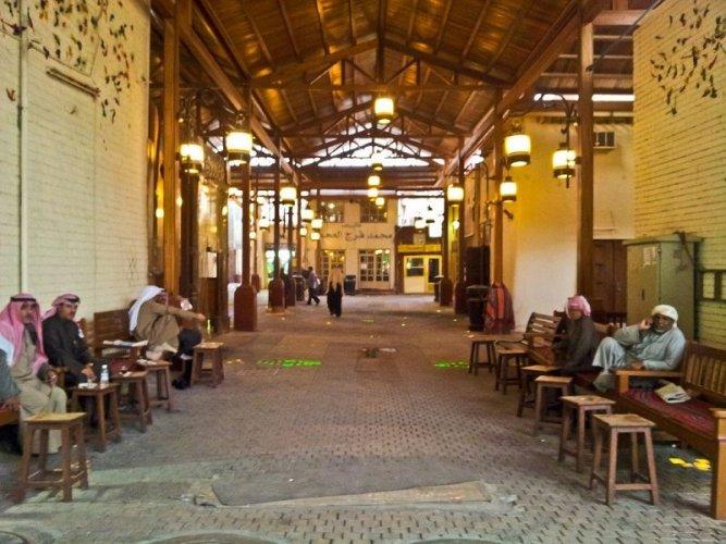 سوق المباركية يتميز بالهندسة المعمارية ذات الطابع القديم