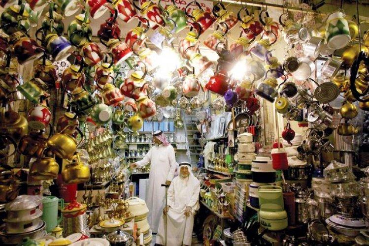 الحلى والمشغولات الخاصة بالأحجار الكريمة في سوق المباركية