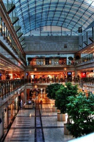 مجمع الراية يضم محلات تجارية لأشهر الماركات العالمية الراقية
