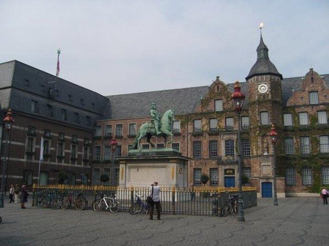 البلدة القديمة old town dusseldorf في دوسلدورف