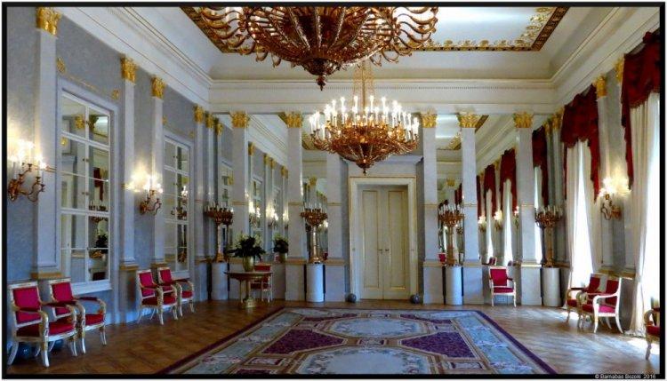 قصر ساندرو من الداخل
