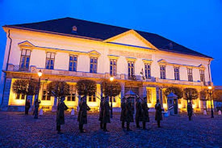واجهه قصر ساندرو