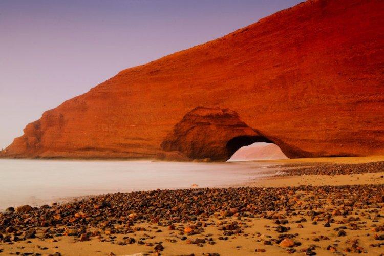 الأقواس الحجرية علي شاطئ لكزيرة