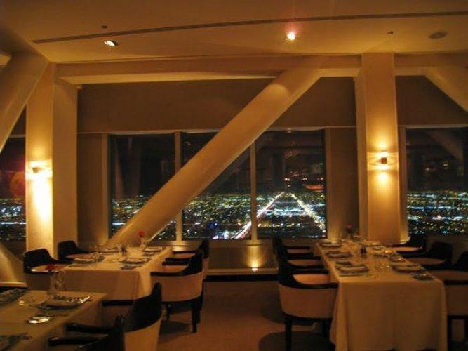 المطاعم الفخمة في برج المملكة