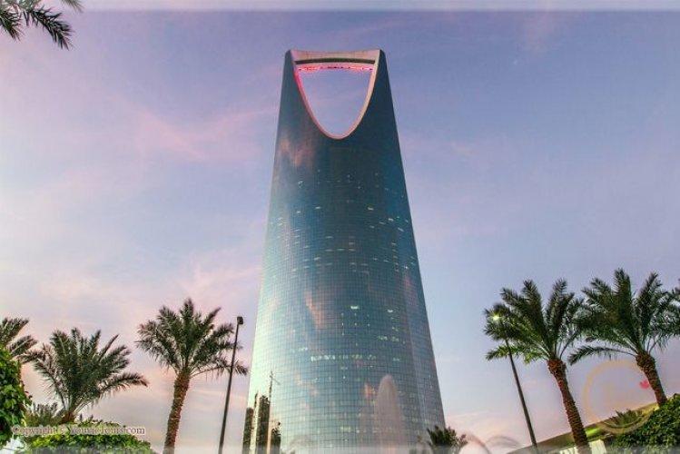 برج المملكة وسط العاصمة السعودية الرياض سائح