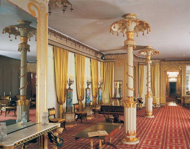 غرفة بداخل قصر بافليون
