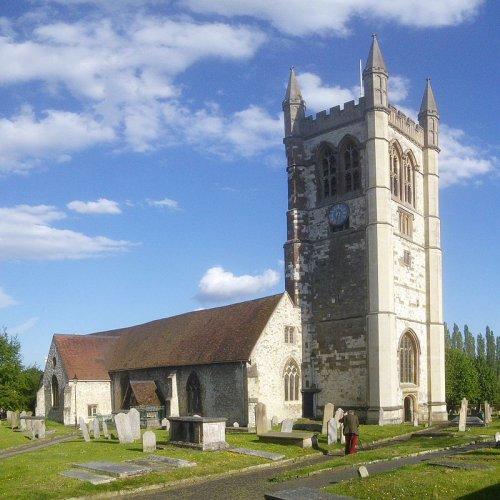 كنيسة سانت أندرو في مدينة فارنهام الإنجليزية
