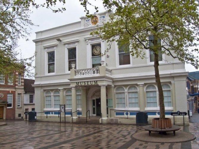 متحف ويليس في مدينة بازينغستوك البريطانية
