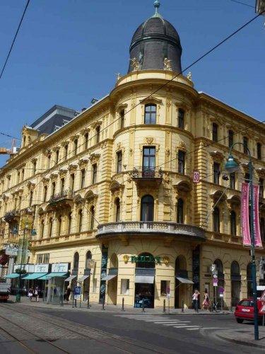 فخامة المباني في شارع لاند ستراسيه