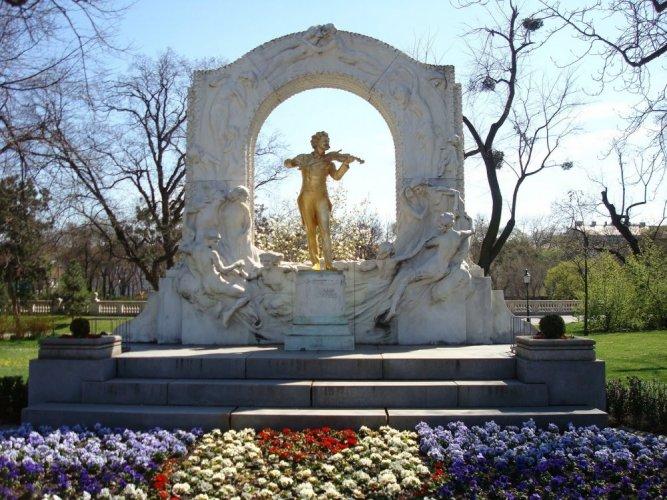 تمثال في شتاد بارك