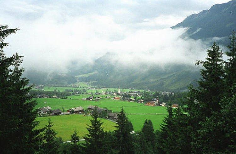 قوس قزح على شلالات كريملر في النمسا