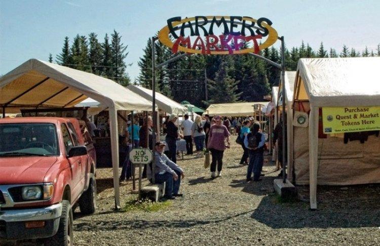سوق المزارعين في مدينة هومير، ولاية ألاسكا