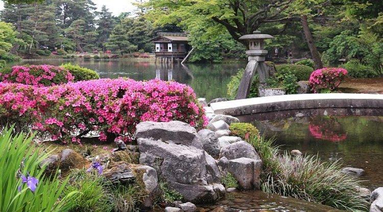 حديقة كينروكو-إن في كانازاوا باليابان