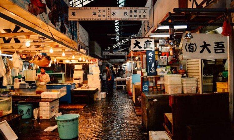 سوق تسوكيجي في مدينة طوكيو