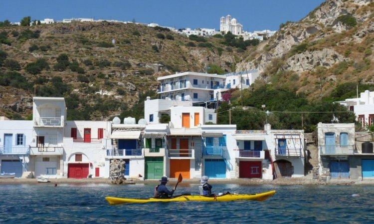 البيوت البيضاء التي تشتهر بها اليونان