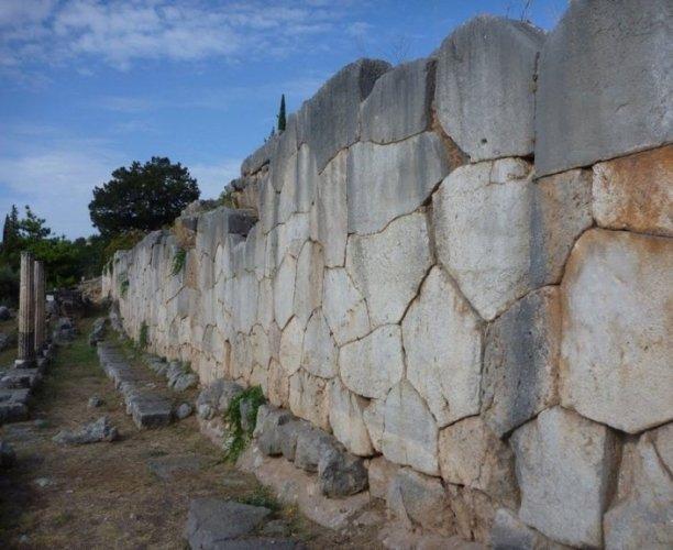 الجدار متعدد الأضلاع