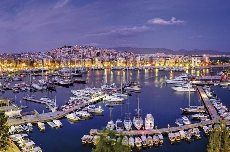ميناء مدينة بيرايوس اليونان