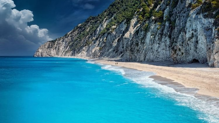 زرقة المياه في جزيرة ليفكادا في اليونان