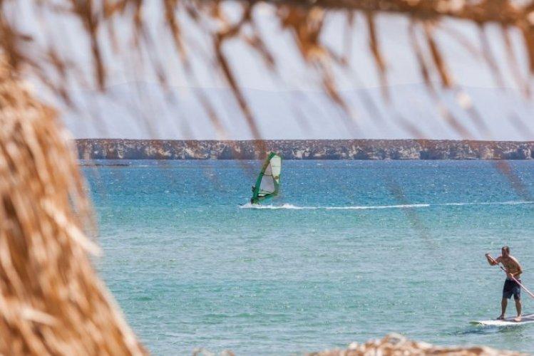 الشاطئ الذهبي في باروس
