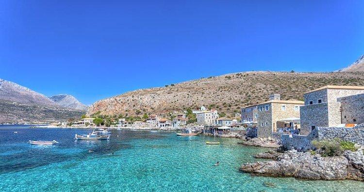 المناخ المعتدل والصحي في بيلوبونيز اليونان
