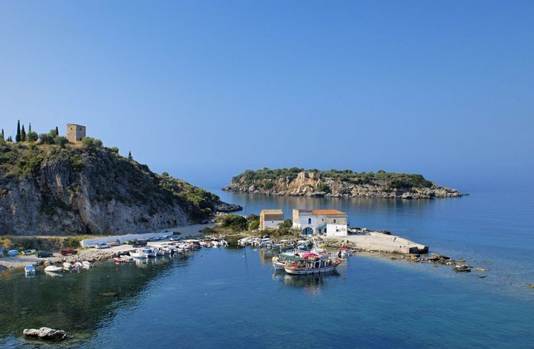 الشواطئ البهية النقية في بيلوبونيز اليونان