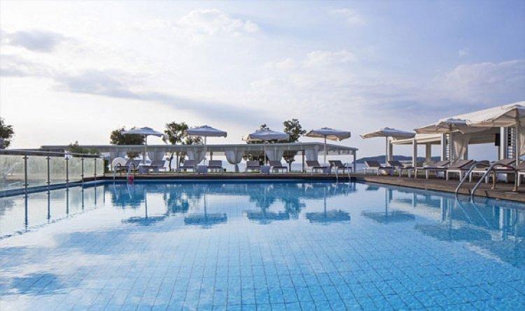 حمامات سباحة خاصة في كاساندرا باي