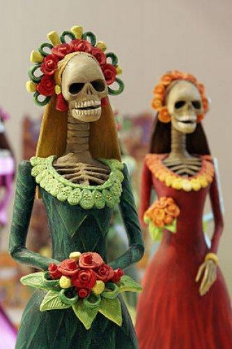 كارينا وجه مألوف في يوم الموتي
