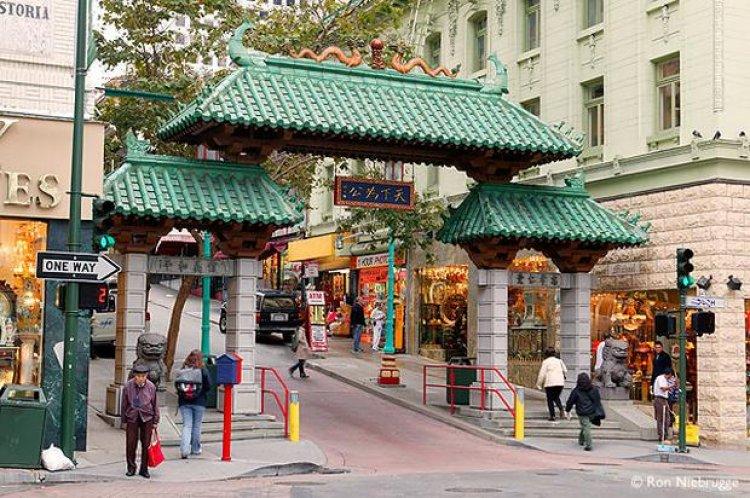 الحي الصيني مزيج متنوع من المساكن والمعابد والمحلات التجارية والأسواق