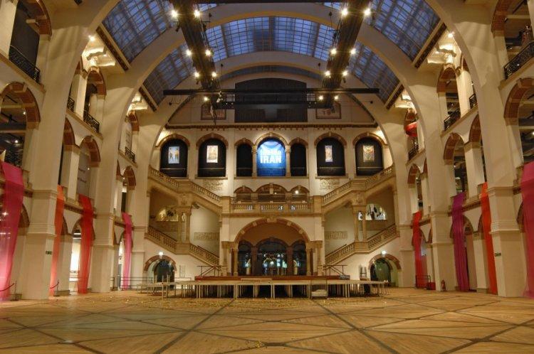 المساحات الفارغه و التهوية الجيدة والشفافية في متحف تروبين