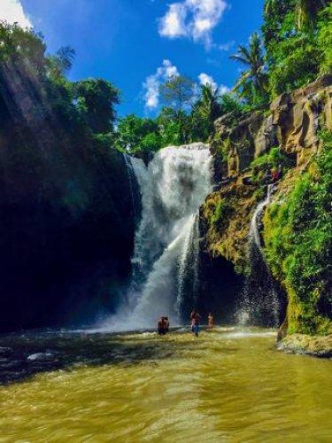 جمال الطبيعة وروعة المنظر عند شلال تيجينونجان