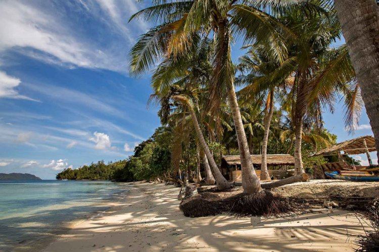 روعة الشواطئ في جزيرة كوباداك